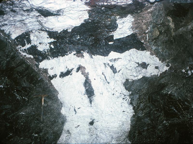 タングステン 鉱